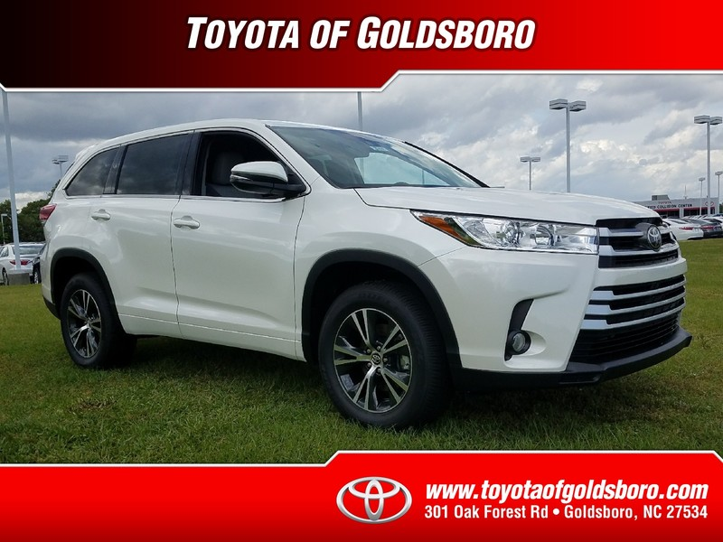 new 2017 toyota highlander le plus v6 fwd sport utility in goldsboro 27498 toyota of goldsboro. Black Bedroom Furniture Sets. Home Design Ideas