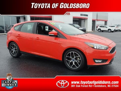 Pre-Owned 2017 FORD FOCUS SEL HATCH